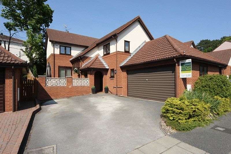 4 Bedrooms Detached House for sale in Broomlands, Heswall, Wirral