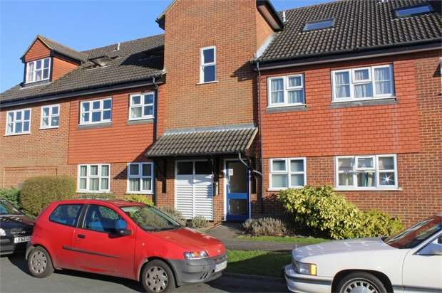 2 Bedrooms Flat for sale in Woodfield Close, Ashtead, Surrey