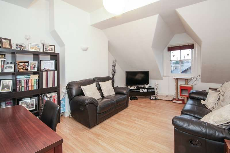 2 Bedrooms Flat for sale in The Downs, Altrincham, Cheshire, WA14