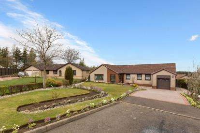 3 Bedrooms Bungalow for sale in Gleneagles Court, Whitburn