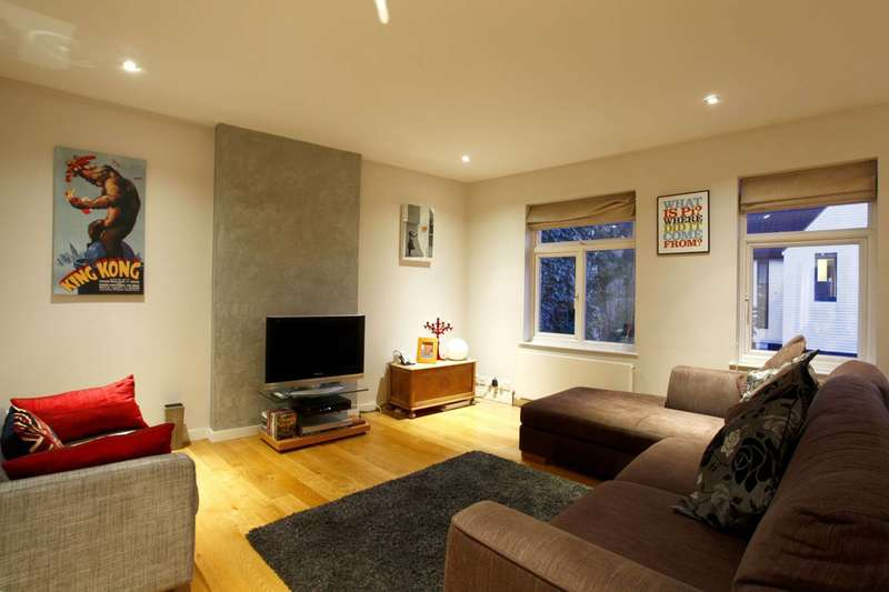 3 Bedrooms Maisonette Flat for sale in Pellatt Grove, Wood Green, N22