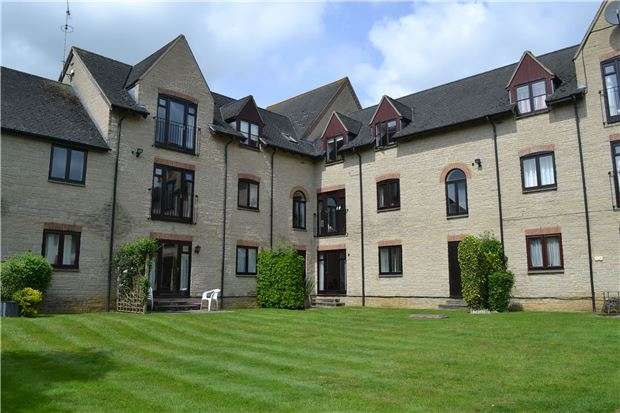 2 Bedrooms Flat for sale in 18 Lakeside, Ducklington Lane, WITNEY, Oxfordshire OX28 4TQ