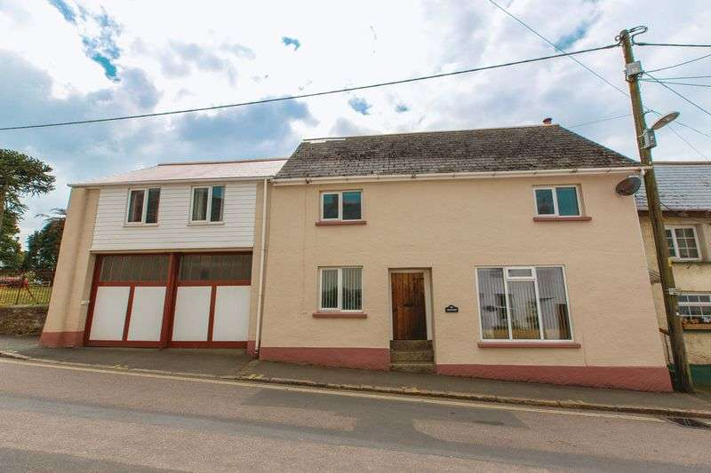 4 Bedrooms House for sale in High Street, North Tawton