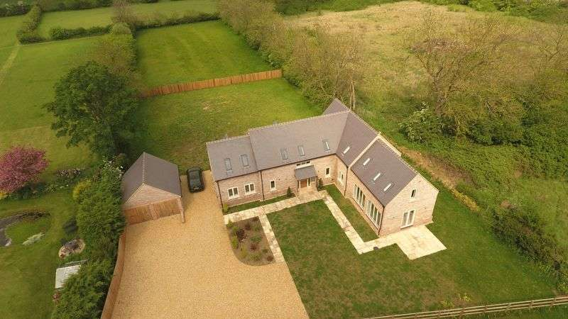 4 Bedrooms Detached House for sale in Queens Road, Colmworth, Bedford