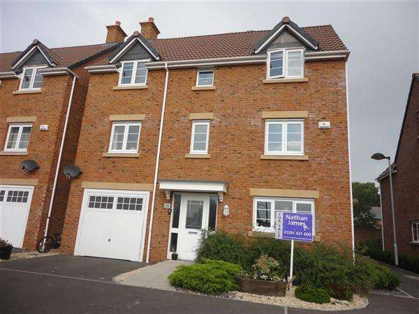 4 Bedrooms Detached House for sale in Monument Close, Caldicot