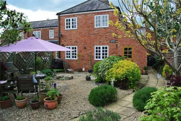 2 Bedrooms Semi Detached House for sale in Manor Close, Harpole, Northampton