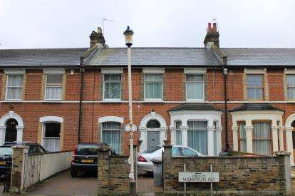 4 Bedrooms Terraced House for sale in Forest Gate, London
