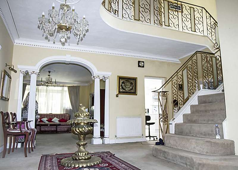 8 Bedrooms Detached House for sale in West Heath Road, NW3