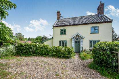 3 Bedrooms Detached House for sale in Kirby Cane, Bungay, Norfolk