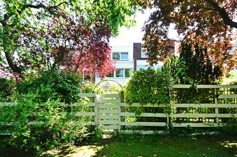 4 Bedrooms House for sale in Carlton Close, Hampstead, NW3