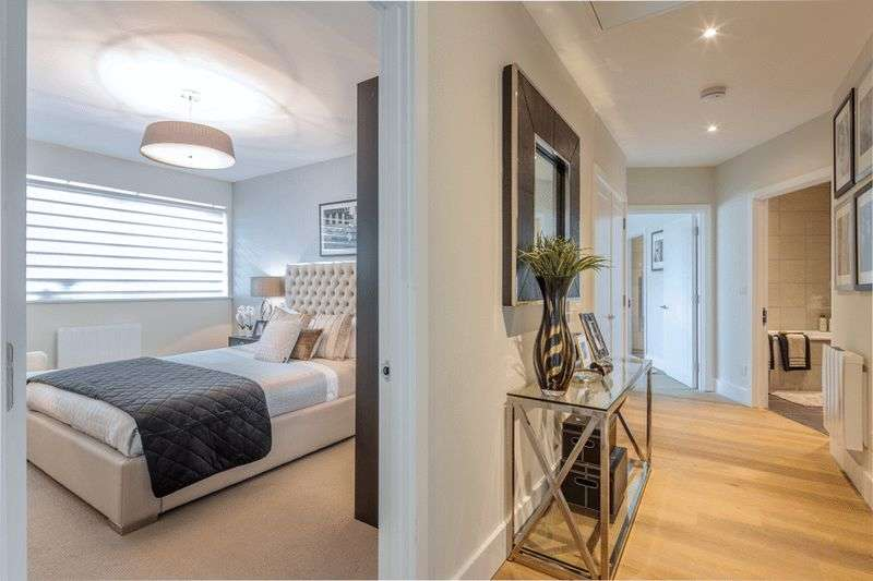 2 Bedrooms Flat for sale in Elstree Way, Borehamwood