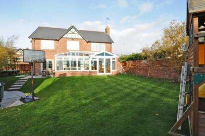 4 Bedrooms Detached House for sale in Parkdale, Caldy, Wirral, Merseyside, CH48