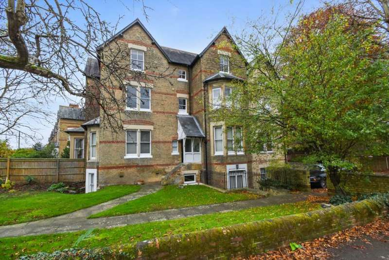 2 Bedrooms Flat for sale in Leckford Road, Walton Manor