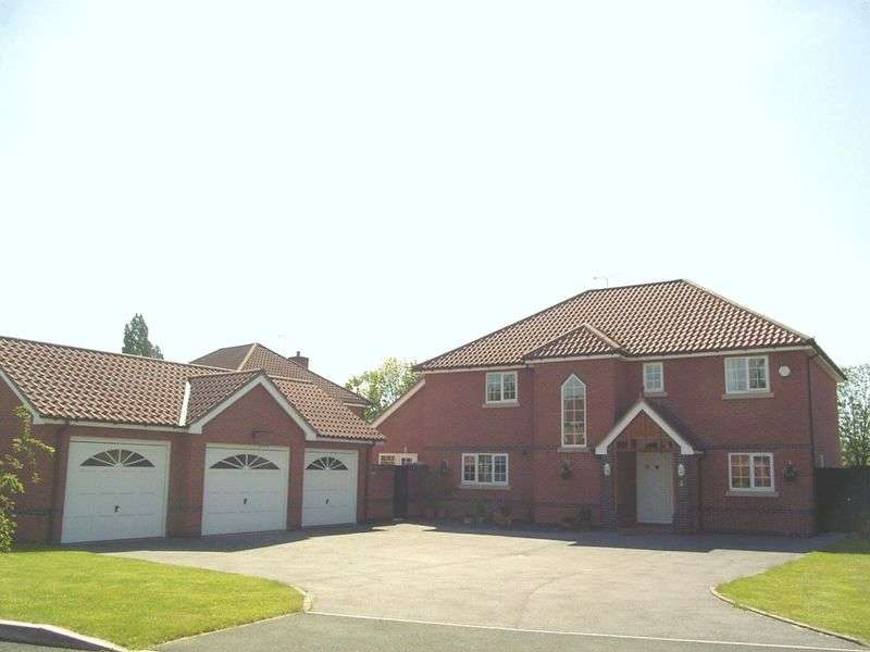 5 Bedrooms Detached House for sale in Mountfields, Bangor on Dee, Wrexham