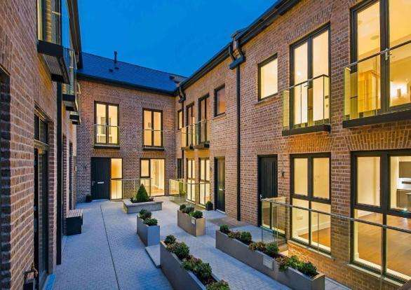 3 Bedrooms Mews House for sale in Chelsea House, Hob Mews, Chelsea