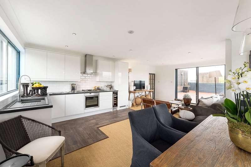 2 Bedrooms Flat for sale in St. Mary Le Park Court, Parkgate Road, London, SW11