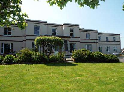 3 Bedrooms Flat for sale in Millfield Avenue, East Cowes, Isle Of Wight