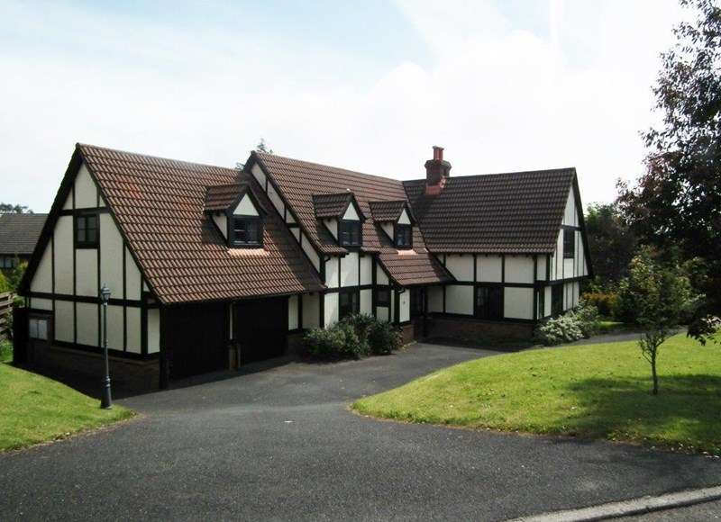 5 Bedrooms Detached House for sale in Farmhill Park, Farmhill, Douglas, IM2 2EE
