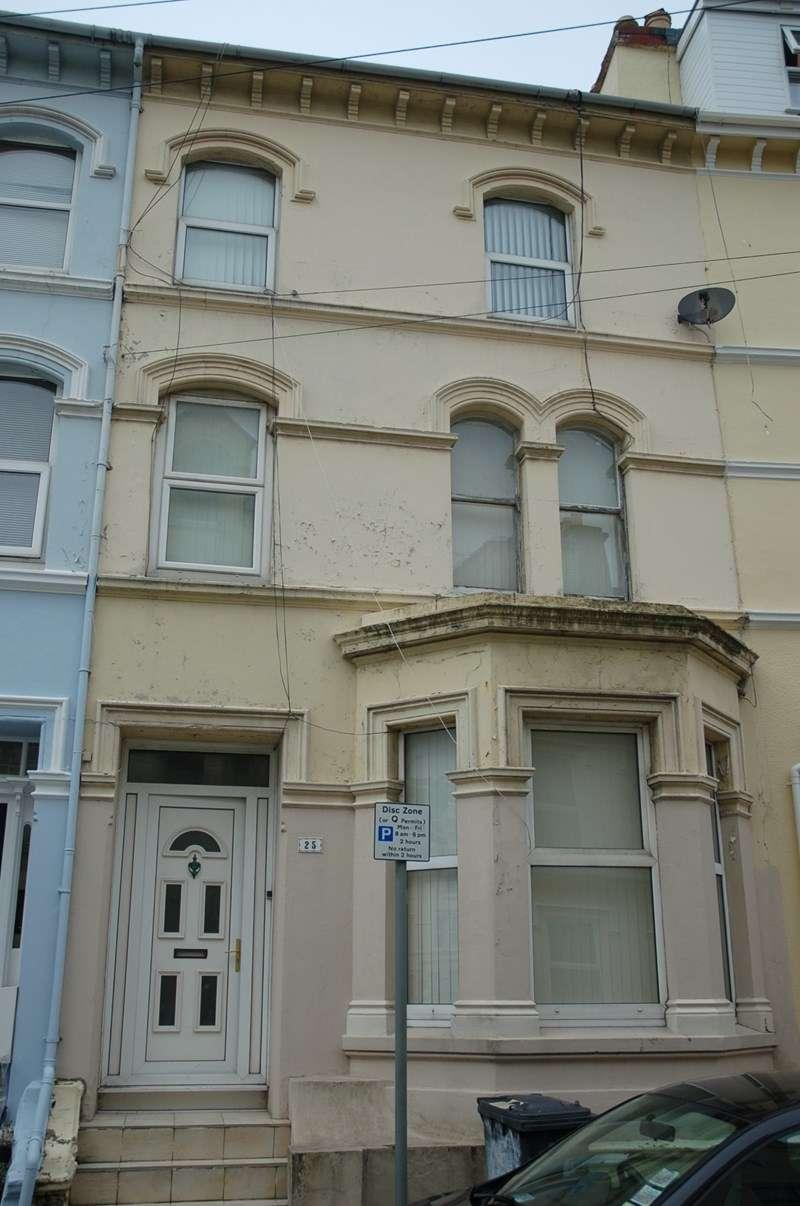 7 Bedrooms Terraced House for sale in Castlemona Avenue, Douglas, IM2 4EA