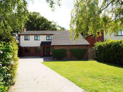 4 Bedrooms Detached House for sale in Ffordd Edern, Ruthin, Denbighshire, LL15