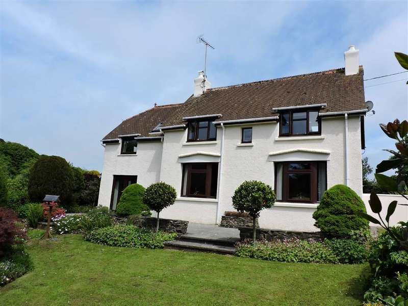 3 Bedrooms Detached House for sale in Llanychaer, Fishguard