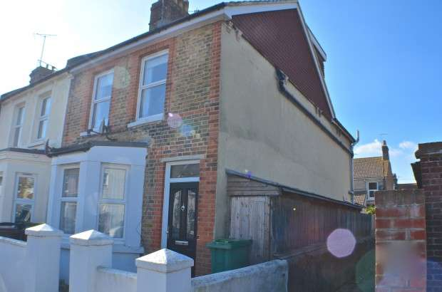 3 Bedrooms End Of Terrace House for sale in Latimer Road, Eastbourne, BN22