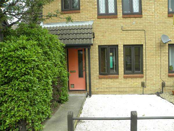 Studio Flat for sale in Stephensons Court, Slough