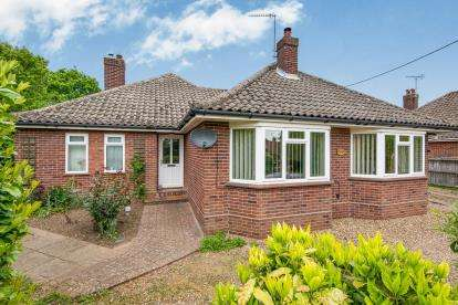 4 Bedrooms Bungalow for sale in Alpington, Norwich, Norfolk