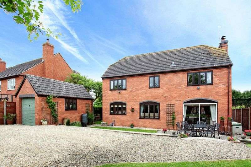 4 Bedrooms Detached House for sale in Broughton Hackett, Worcestershire