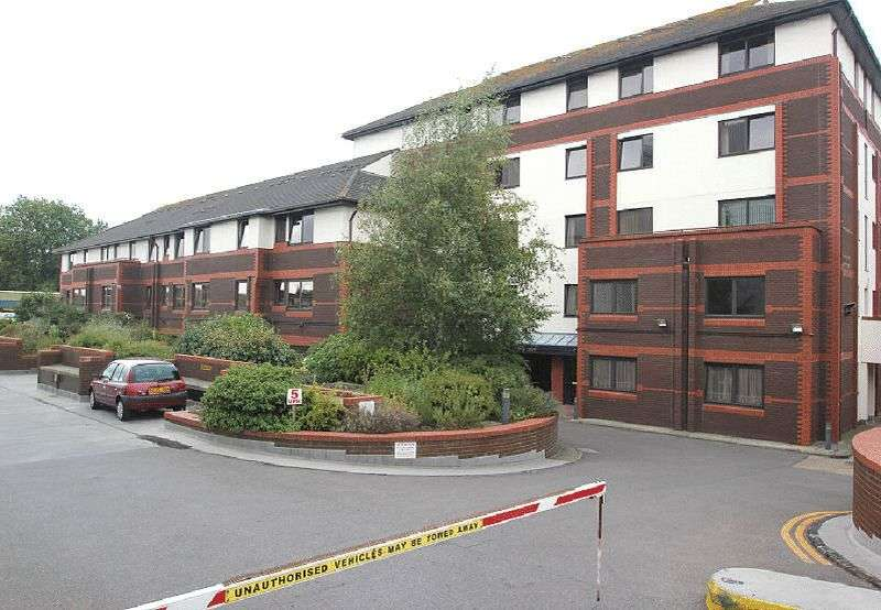 1 Bedroom Flat for sale in Sunningdale Court, Gordon Place, Southend-On-Sea