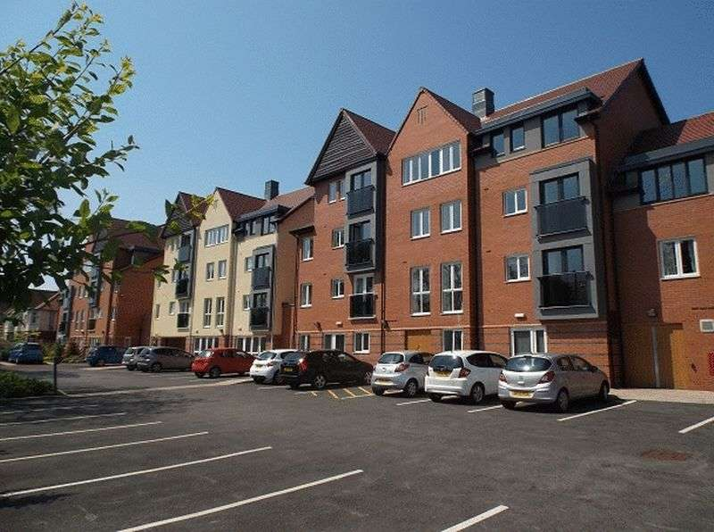 1 Bedroom Flat for sale in Brunlees Court,Cambridge Road, Southport: NO CHAIN one bed first floor Assisted Living retirement apartment