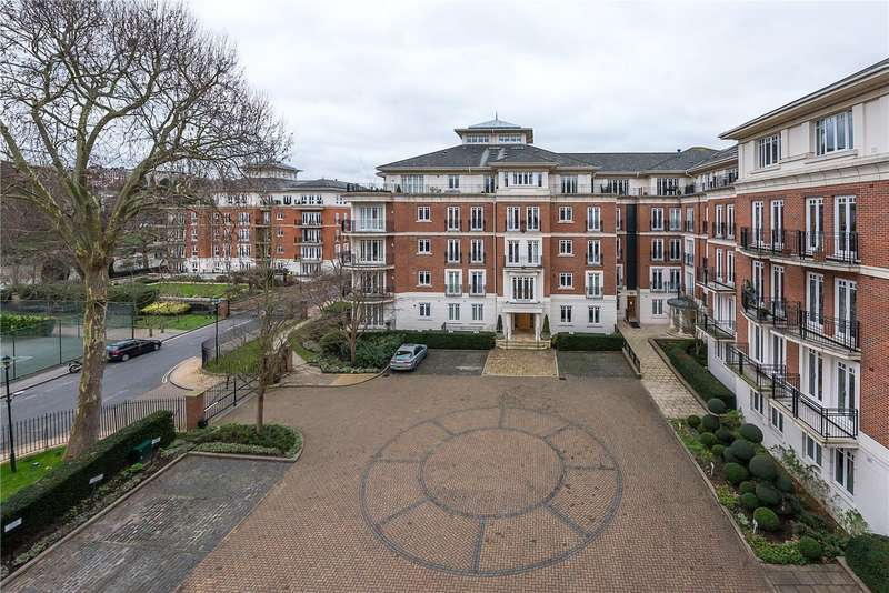 2 Bedrooms Flat for sale in Clevedon Road, East Twickenham, TW1