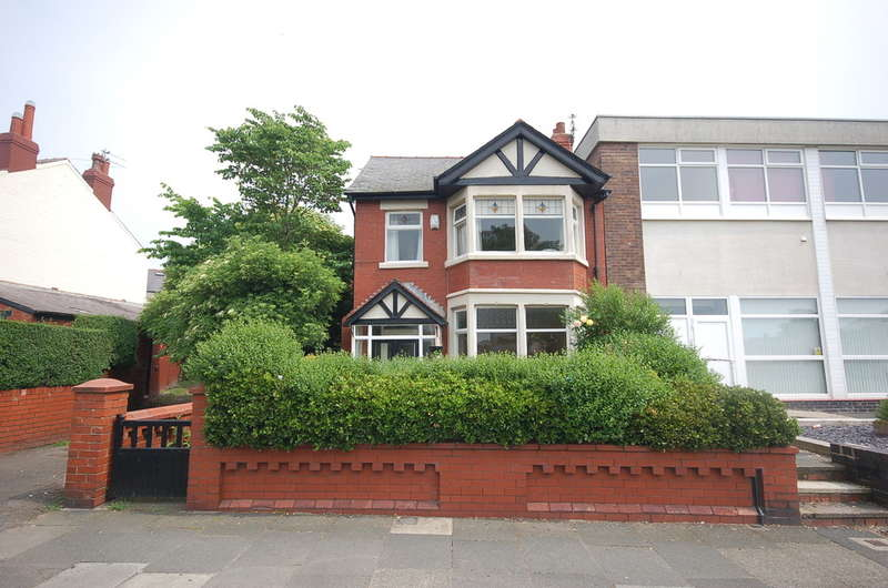 3 Bedrooms Detached House for sale in Collingwood Avenue, Blackpool