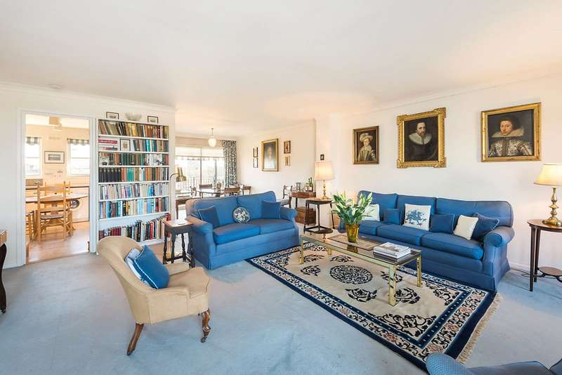 3 Bedrooms Maisonette Flat for sale in Whistlers Avenue, London, SW11