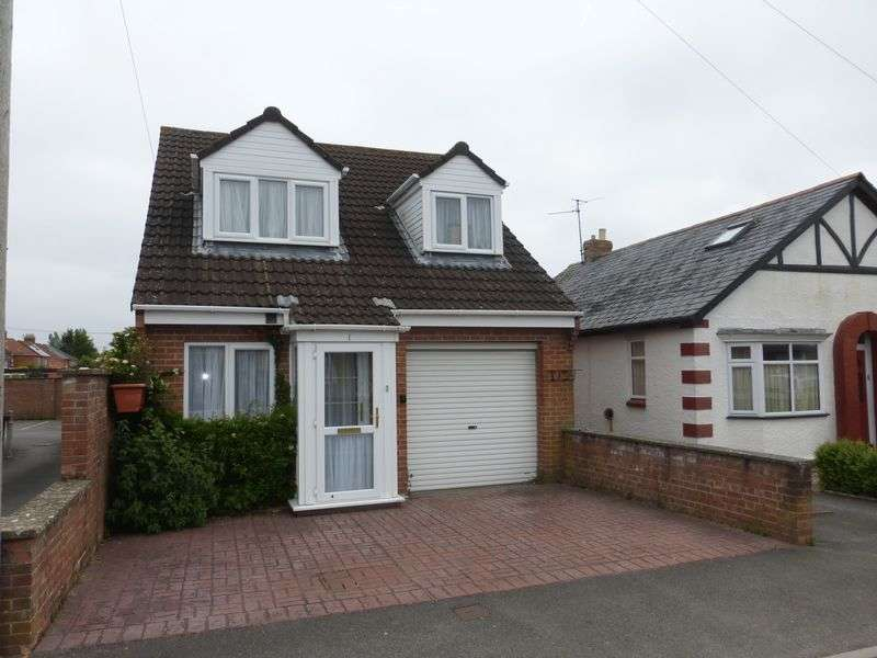 3 Bedrooms Detached House for sale in Sandhurst Road, Yeovil