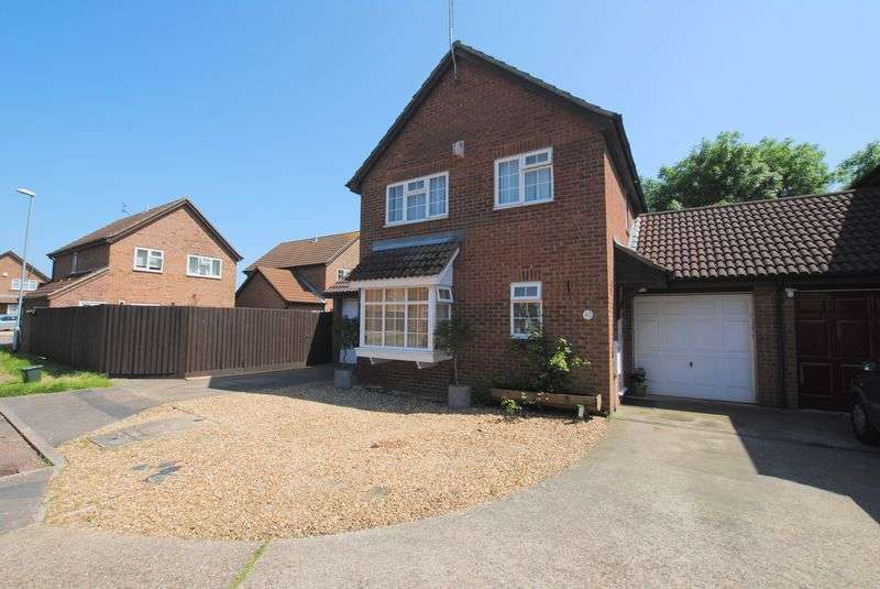 4 Bedrooms Detached House for sale in Newbury Close, Rushden