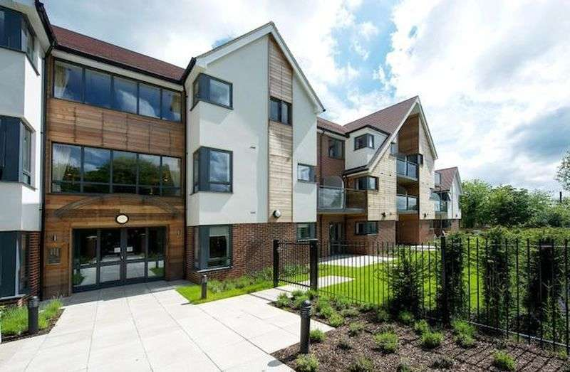1 Bedroom Flat for sale in Mandeville Court,Darkes Lane, Potters Bar: One bed first floor retirement apartment