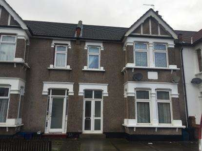 2 Bedrooms Flat for sale in Seven Kings, Ilford