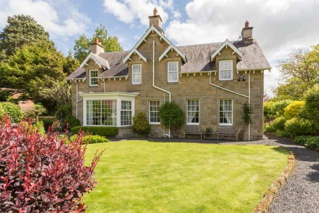 5 Bedrooms Detached House for sale in Wilton Park Road, Hawick, Roxburghshire, Borders, TD9 7JH