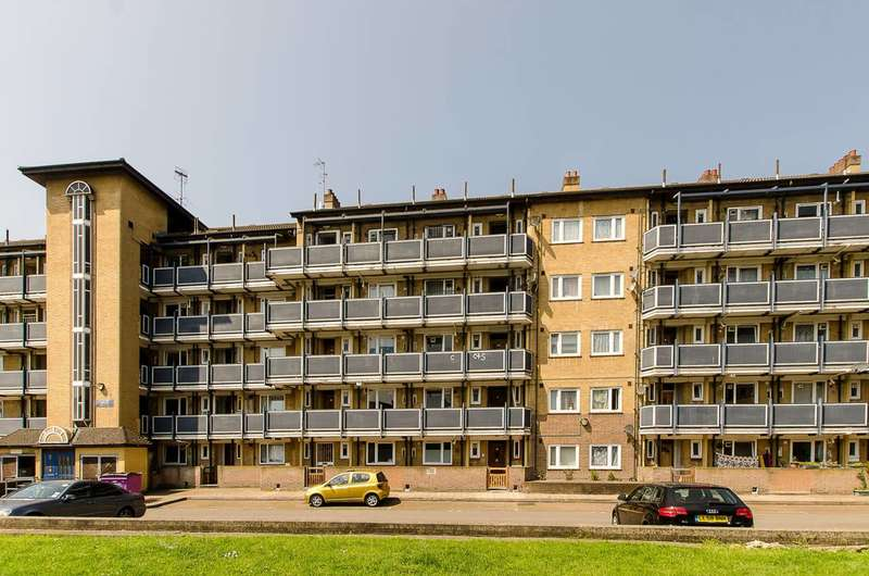 3 Bedrooms Flat for sale in Malcolm Road, Stepney, E1