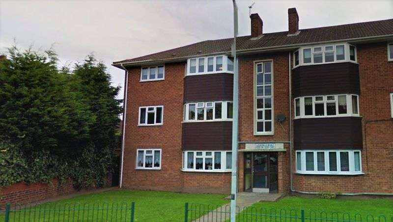 2 Bedrooms Flat for sale in Lichfield Road, Wolverhampton