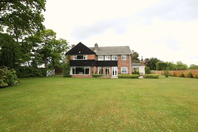 5 Bedrooms Detached House for sale in The Runnell, Neston, Cheshire