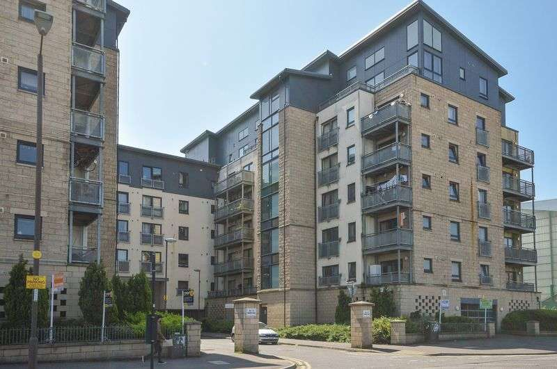 2 Bedrooms Flat for sale in 15/13 Hawkhill Close, Easter Road, Edinburgh, EH7 6AL