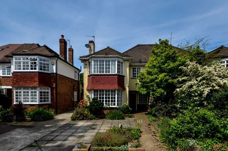 4 Bedrooms House for sale in Brookway, Blackheath, SE3