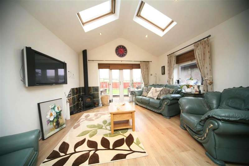 2 Bedrooms Property for sale in The Moorlands, Weir, Bacup