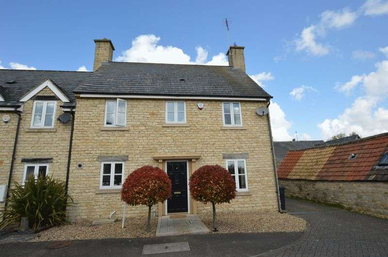 3 Bedrooms Semi Detached House for sale in Pied Bull Close, Ketton