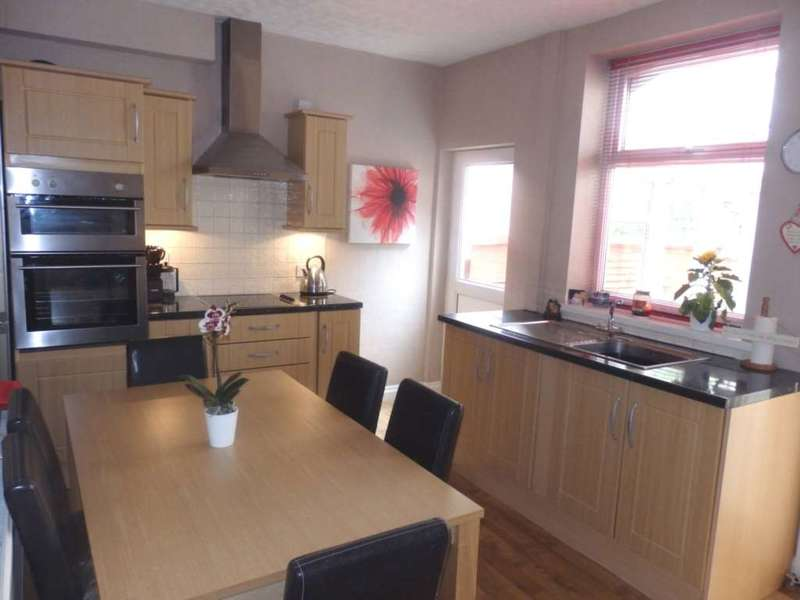 2 Bedrooms Semi Detached House for sale in Woodstock Drive, Smithills