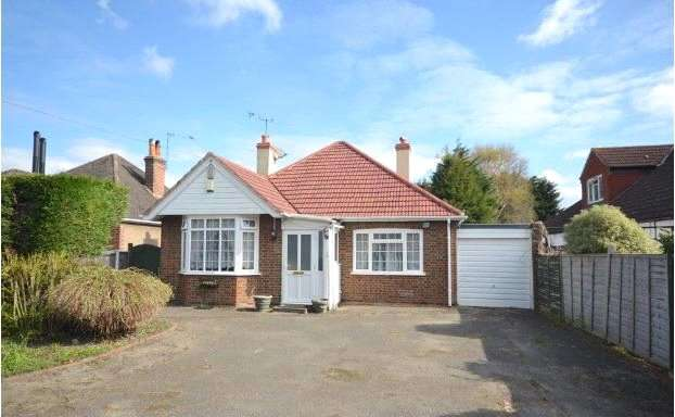 4 Bedrooms Detached Bungalow for sale in Green Lane, Chertsey, Surrey, KT16