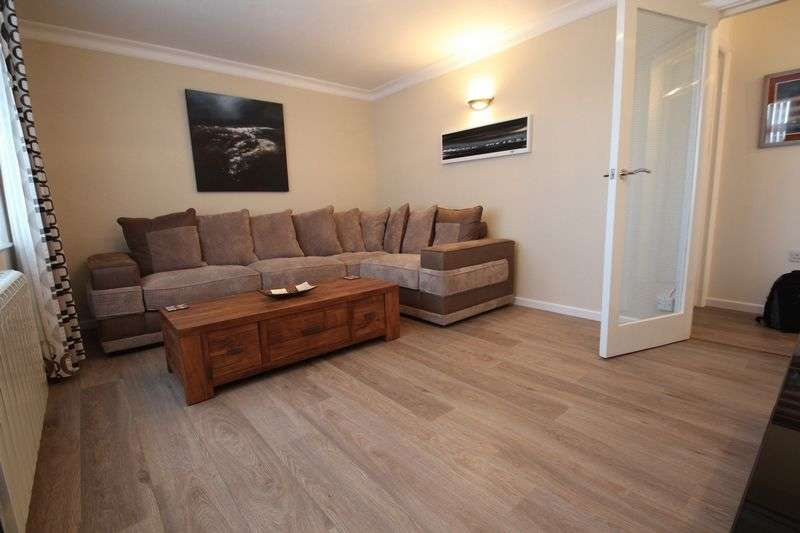 2 Bedrooms Flat for sale in High Park Road, Ryde
