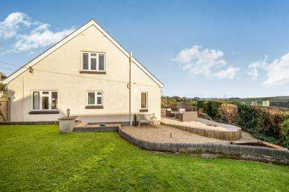 5 Bedrooms Detached House for sale in Stokenham, Kingsbridge, Devon